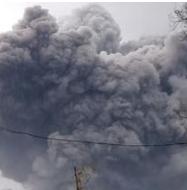 Gunung Semeru Erupsi, Luncurkan Awan Panas Sejauh 4,5 Kilometer Disertai Asap Tebal